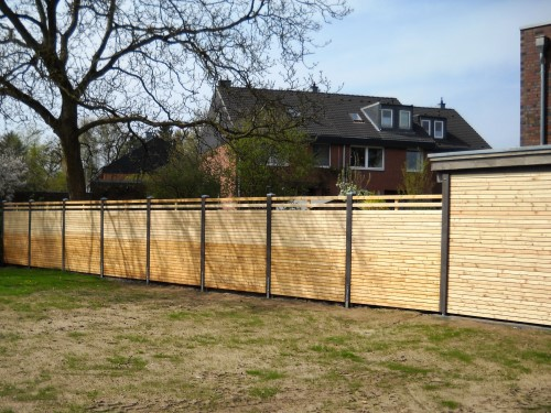 Lange Carport-Wand